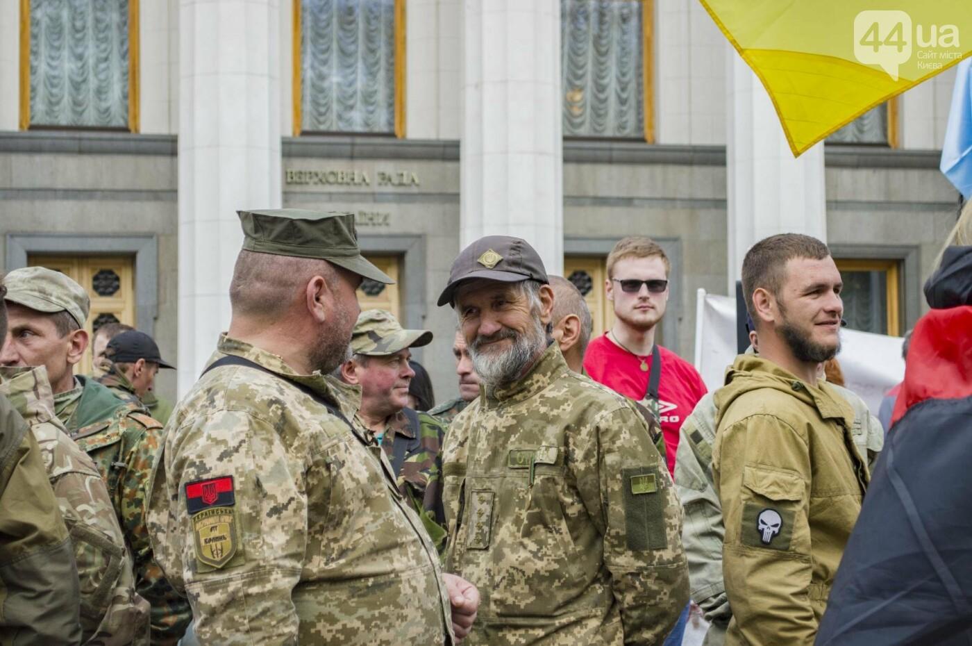 Под Верховной Радой воины-добровольцы устроили митинг, фото-1
