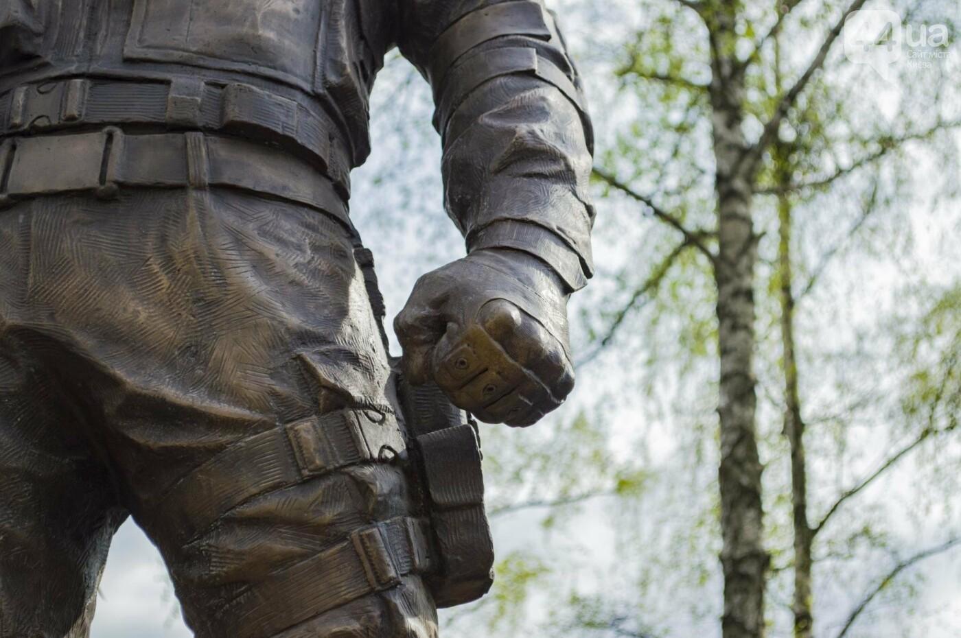В Киеве открыли памятник погибшему бойцу АТО, фото-12