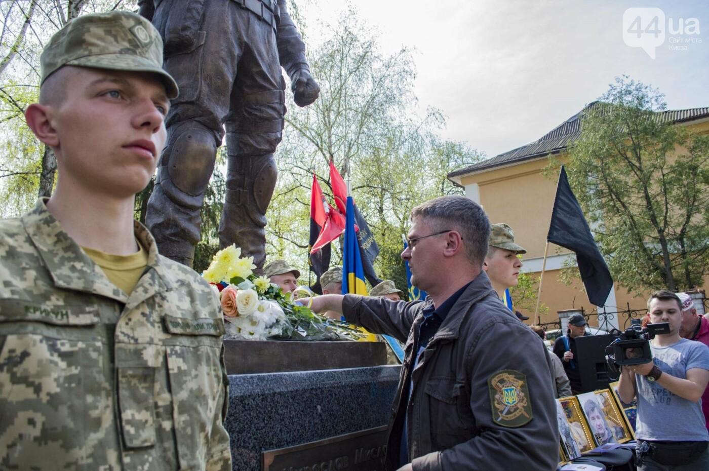 В Киеве открыли памятник погибшему бойцу АТО, фото-14