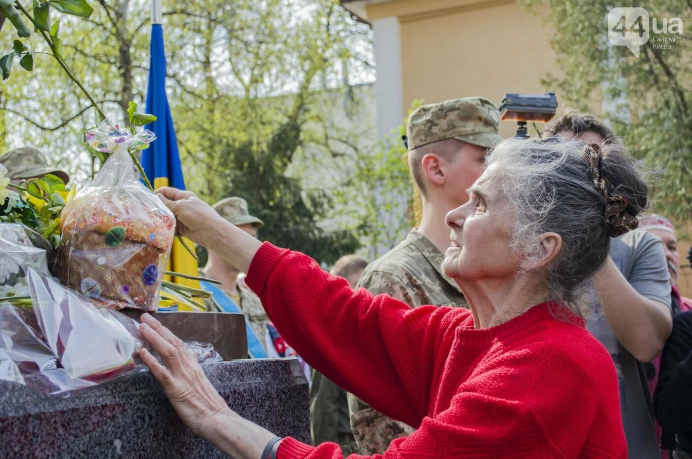 В Киеве открыли памятник погибшему бойцу АТО, фото-15