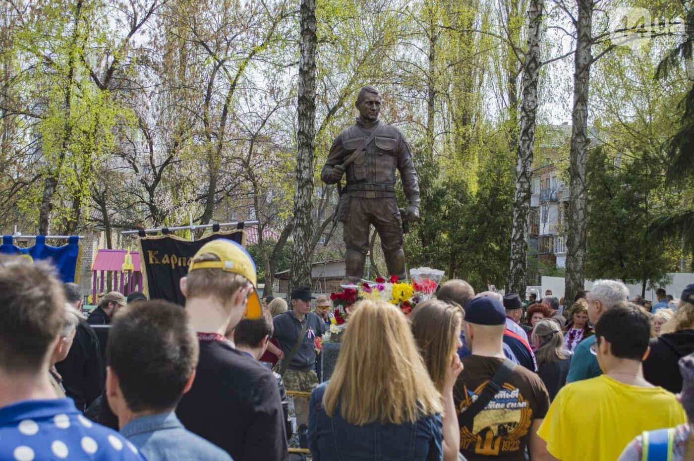 В Киеве открыли памятник погибшему бойцу АТО, фото-17