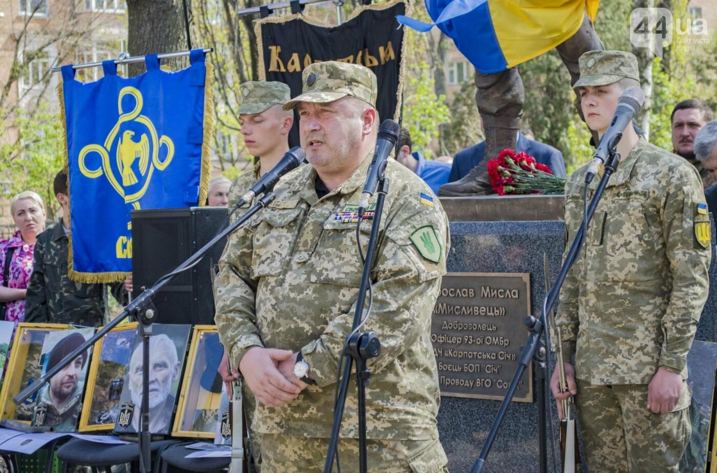 В Киеве открыли памятник погибшему бойцу АТО, фото-7