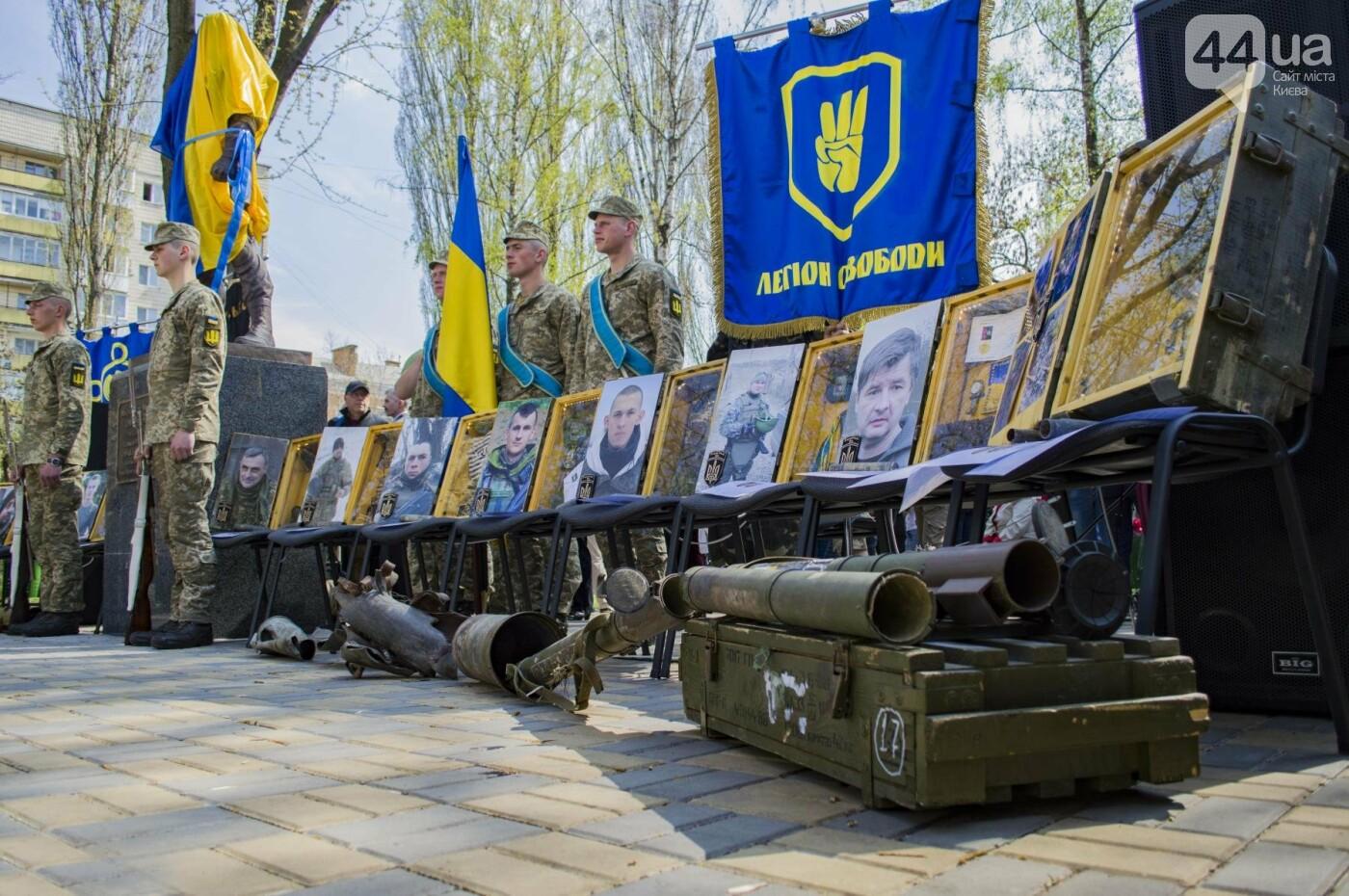 В Киеве открыли памятник погибшему бойцу АТО, фото-4