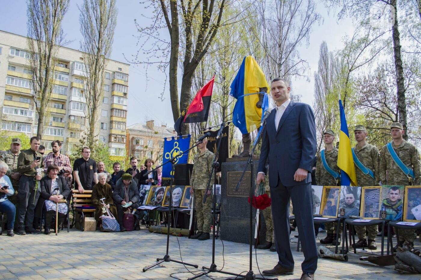 В Киеве открыли памятник погибшему бойцу АТО, фото-6