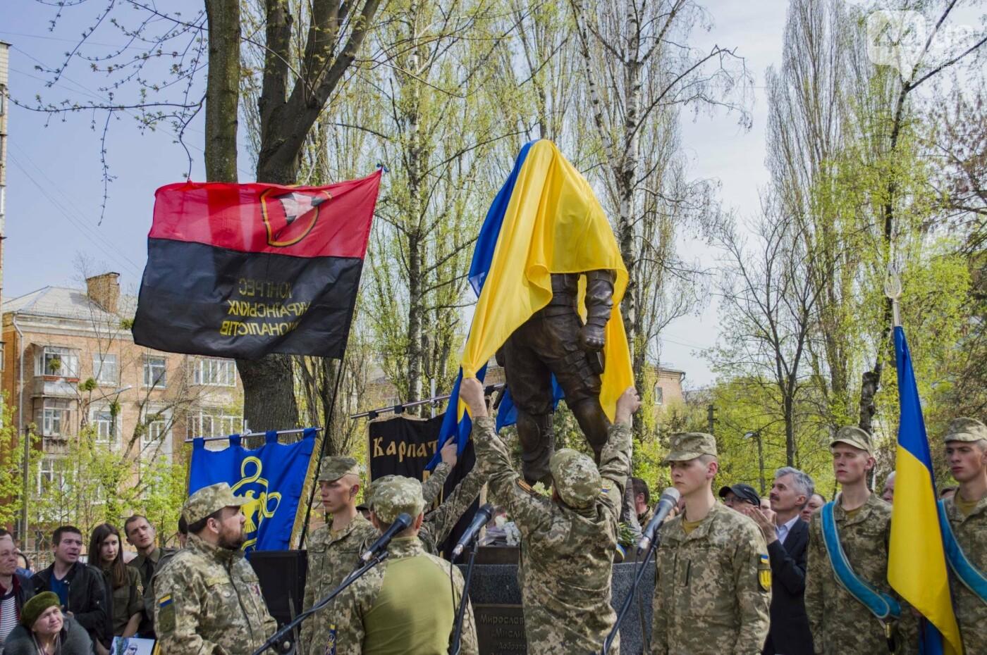 В Киеве открыли памятник погибшему бойцу АТО, фото-9