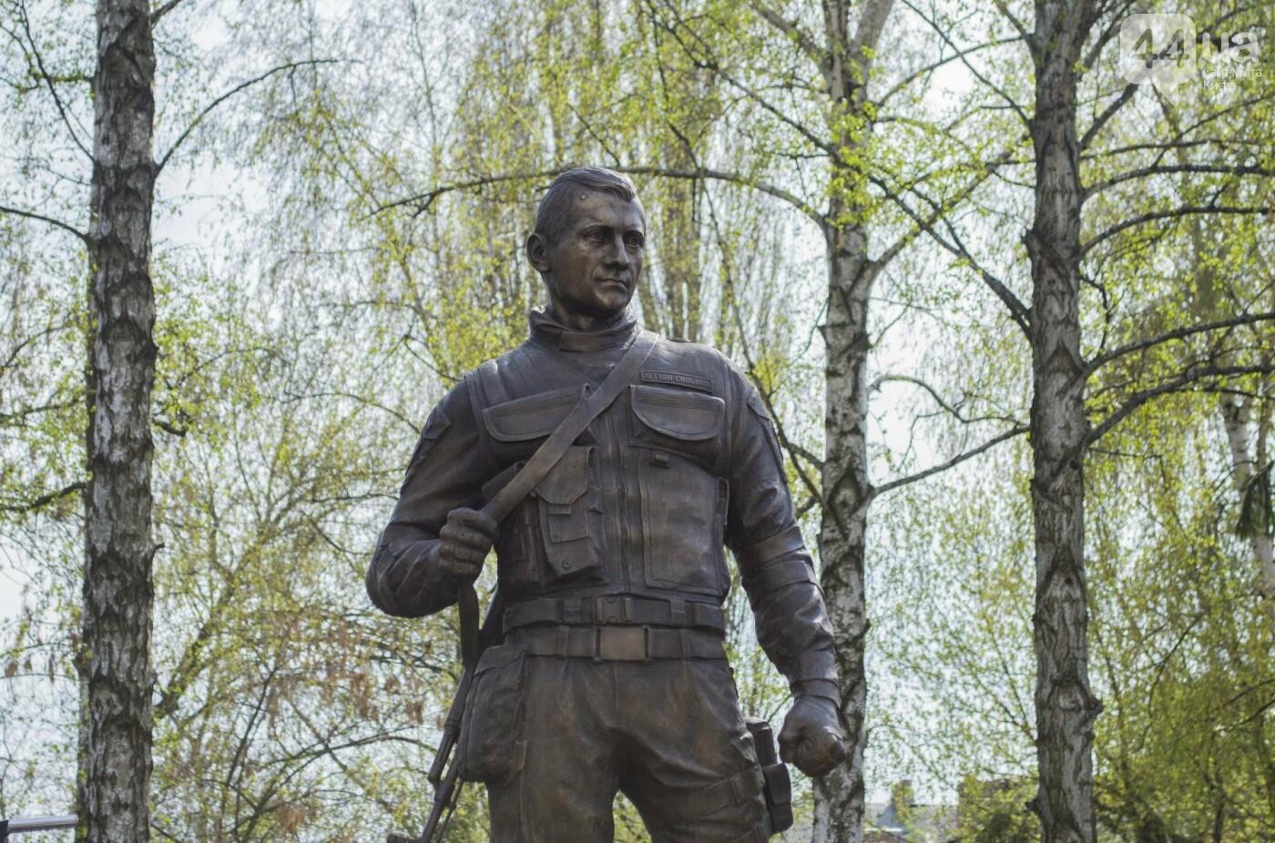 В Киеве открыли памятник погибшему бойцу АТО, фото-10