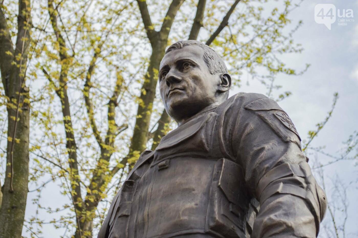 В Киеве открыли памятник погибшему бойцу АТО, фото-11