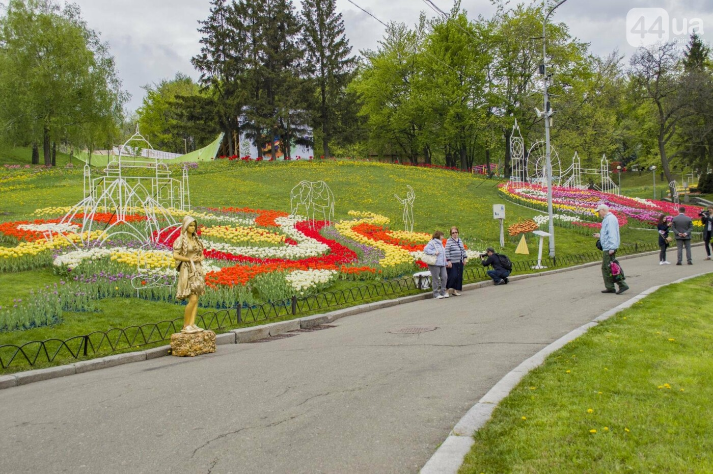 В Киеве открылась масштабная выставка тюльпанов, фото-1