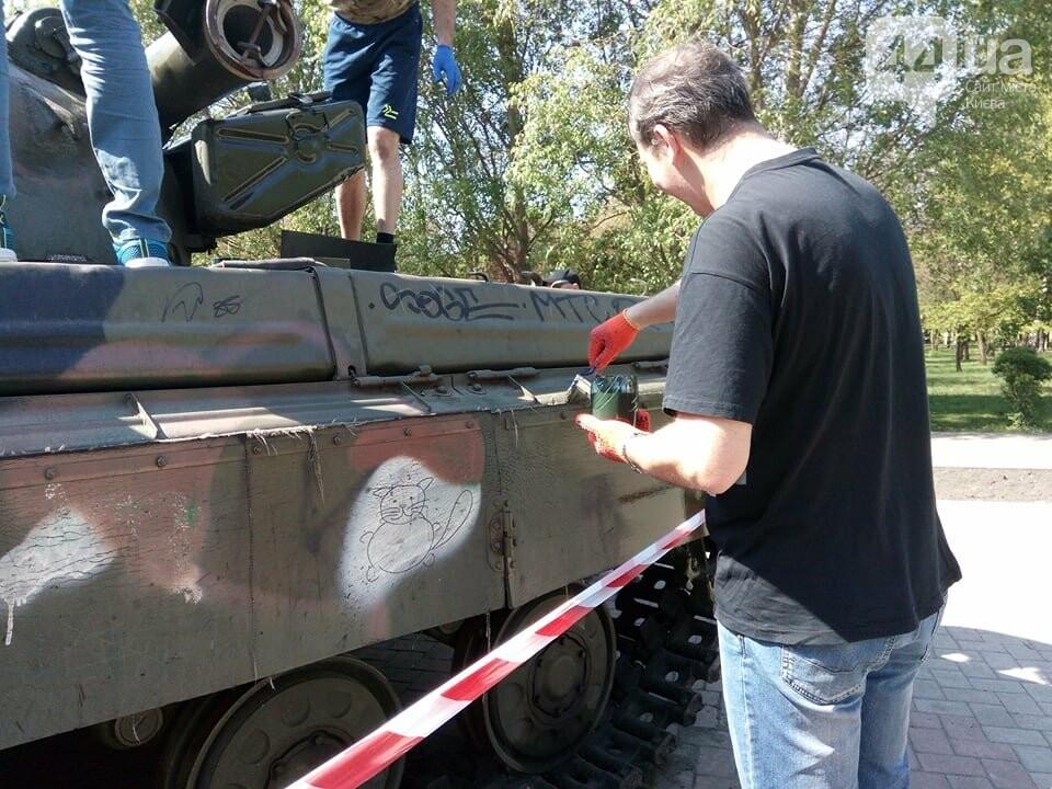 В киевском парке красят военную технику (ФОТО), фото-6