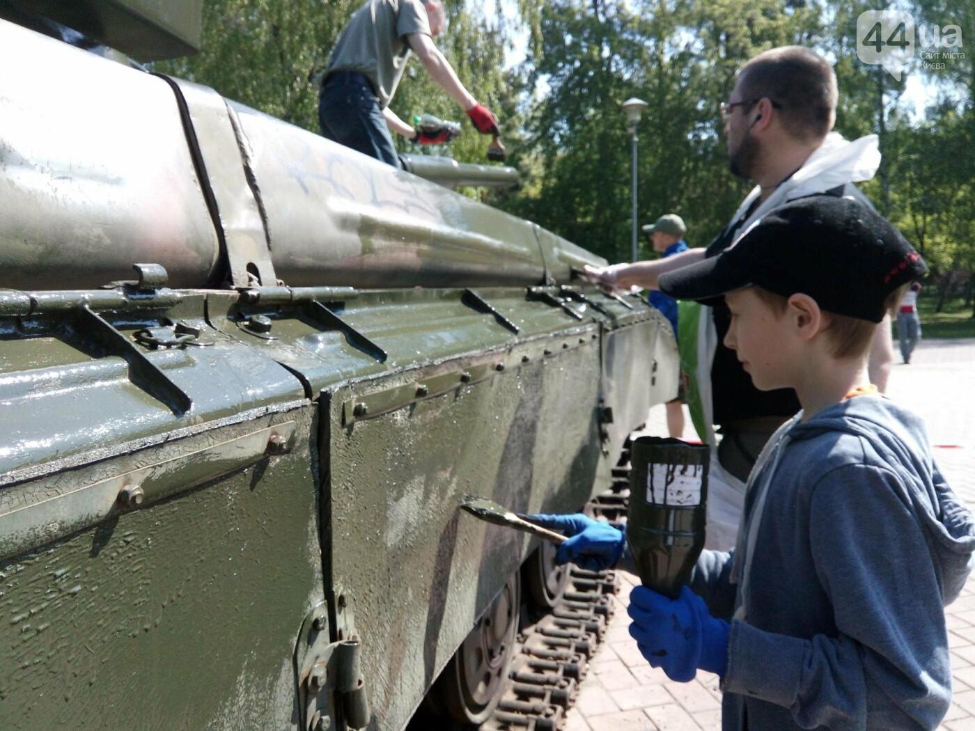 В киевском парке красят военную технику (ФОТО), фото-1