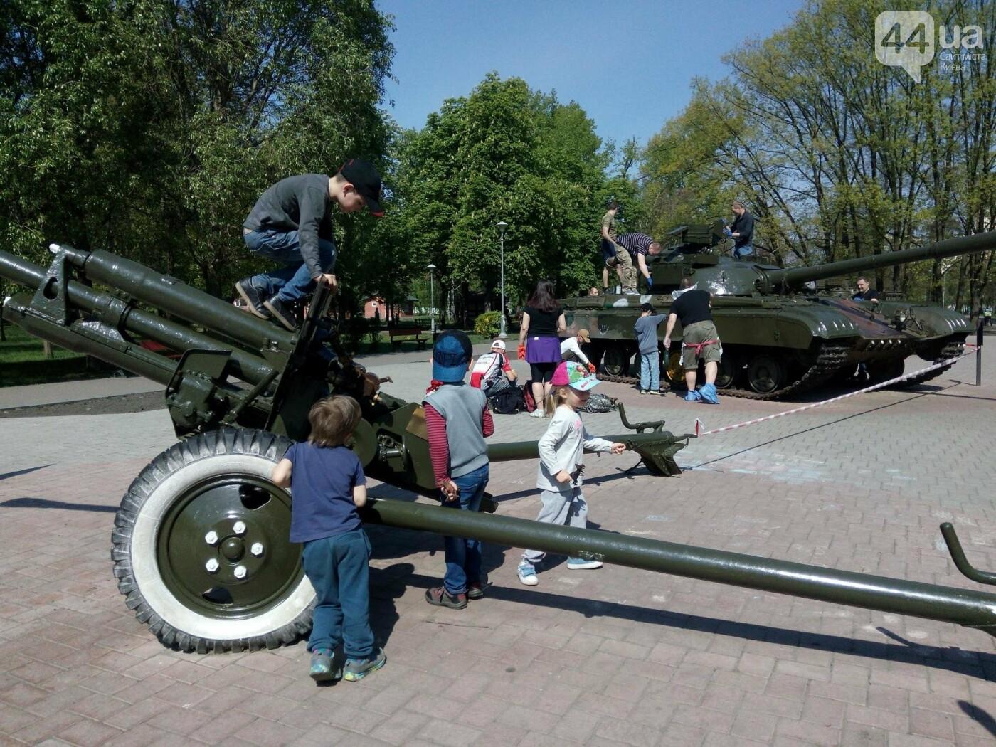 В киевском парке красят военную технику (ФОТО), фото-5