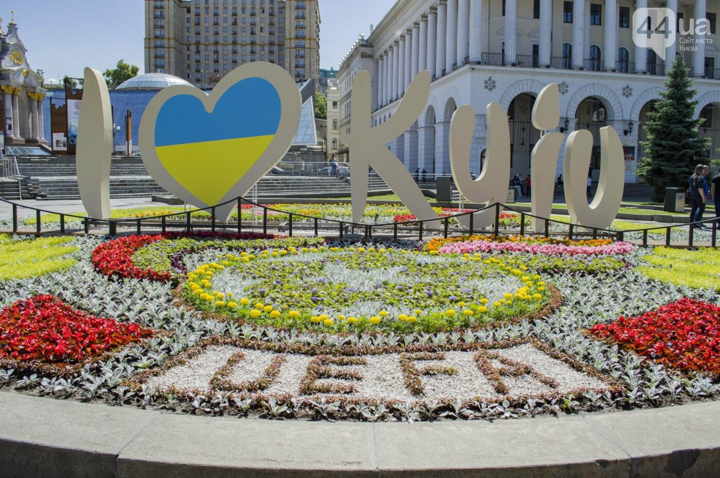 На Майдане снова появилась огромная надпись с признанием Киеву в любви, - ФОТО, фото-2