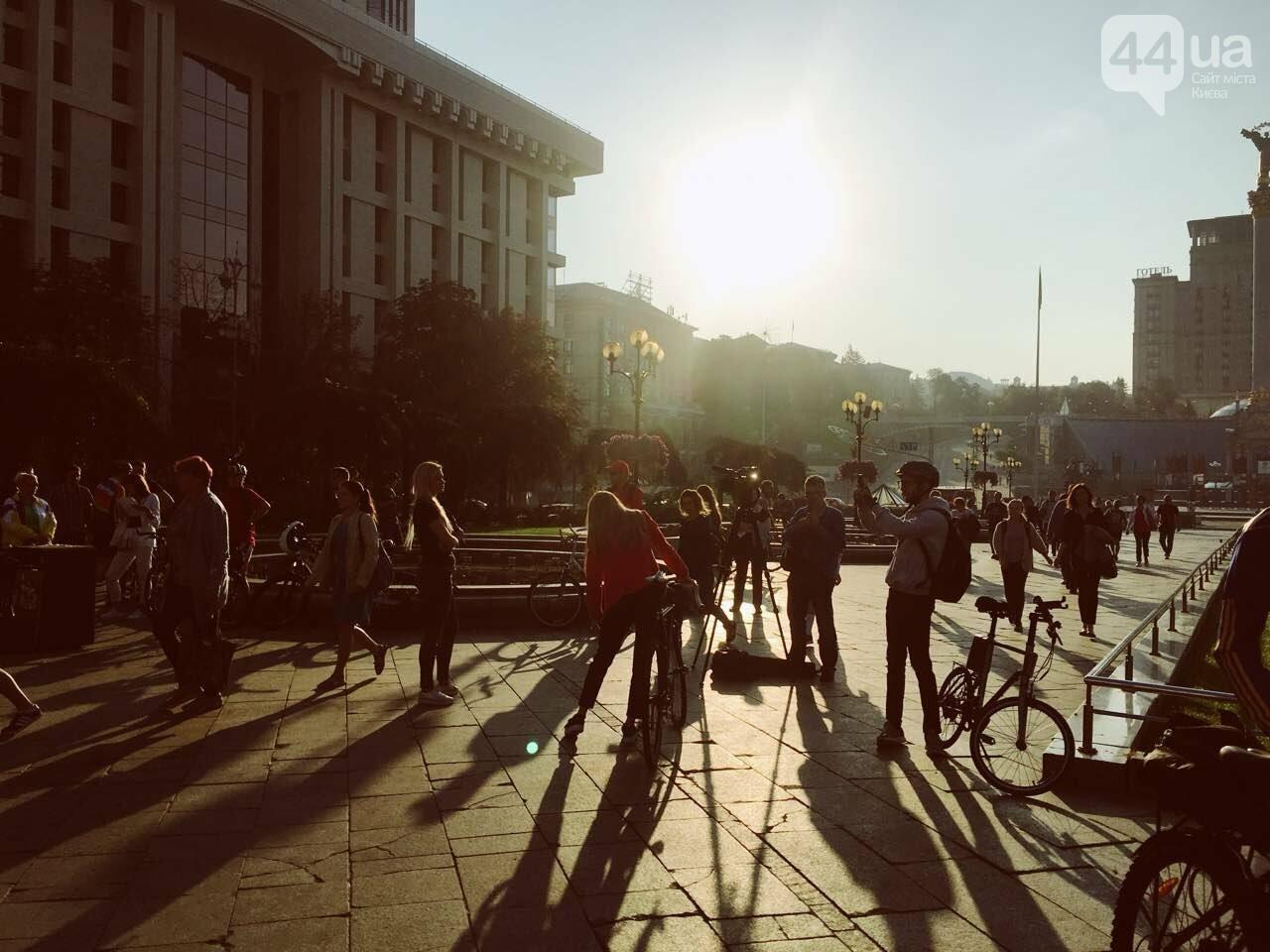 """Офисный лук и велосипед: как в Киеве прошел флешмоб """"Велосипедом на работу"""", фото-1"""
