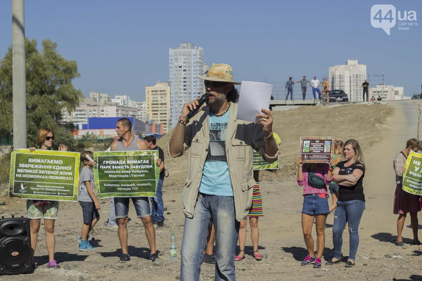 В масках и с оружием: на Осокорках снесли забор на скандальной стройке, - ФОТО, фото-6