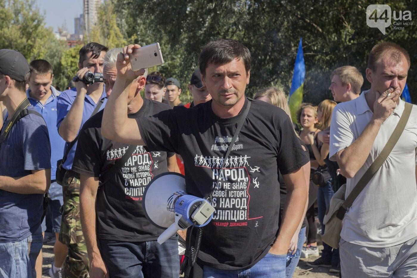В масках и с оружием: на Осокорках снесли забор на скандальной стройке, - ФОТО, фото-11