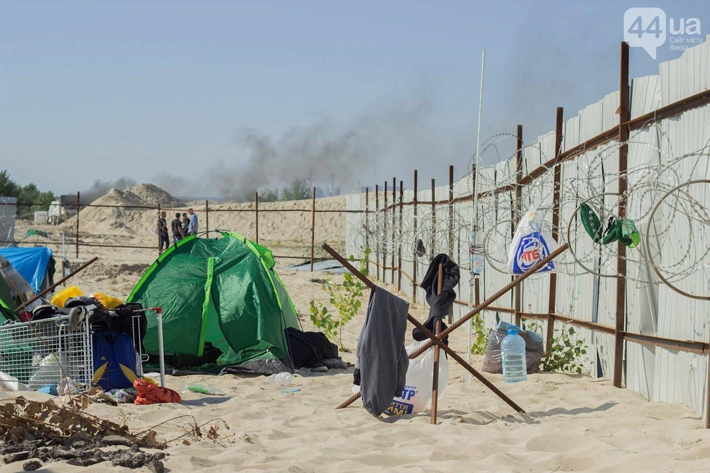 В масках и с оружием: на Осокорках снесли забор на скандальной стройке, - ФОТО, фото-24