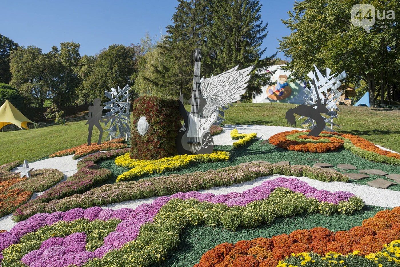 С музыкой и цветами: в Киеве стартовал красочный фестиваль хризантем, - ФОТОРЕПОРТАЖ, фото-12