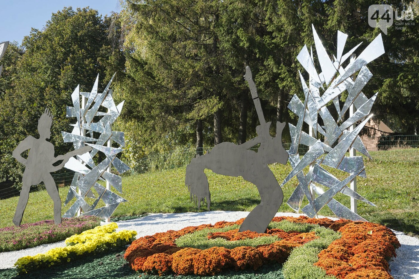 С музыкой и цветами: в Киеве стартовал красочный фестиваль хризантем, - ФОТОРЕПОРТАЖ, фото-11