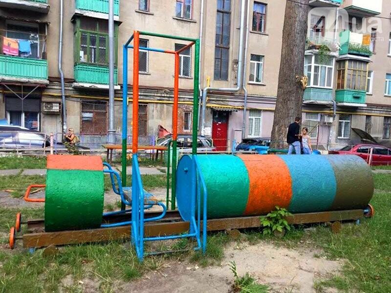 Поставил и забыл: в Киеве хотят провести инвентаризацию детских площадок с табличками от депутатов, фото-2