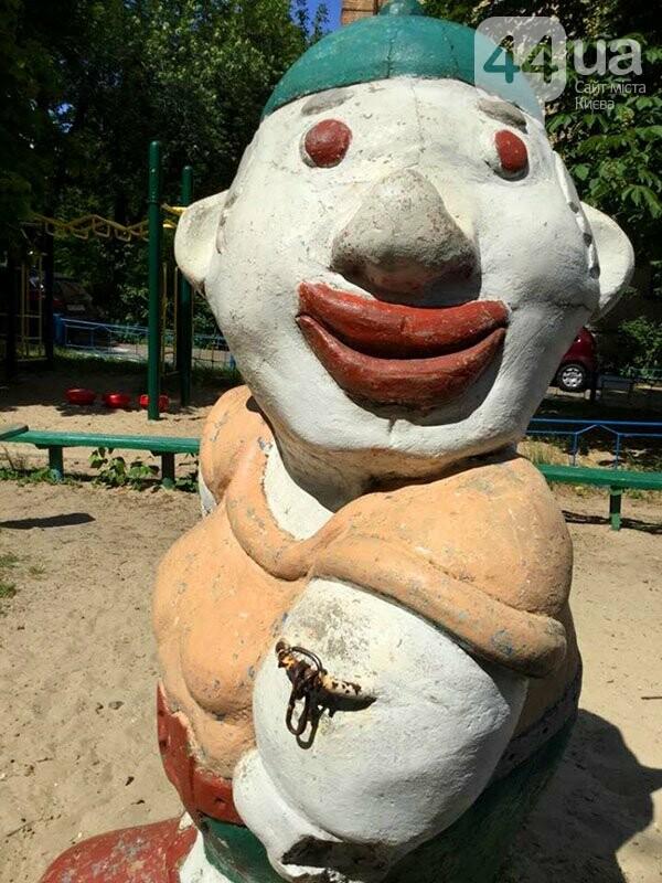 Поставил и забыл: в Киеве хотят провести инвентаризацию детских площадок с табличками от депутатов, фото-3