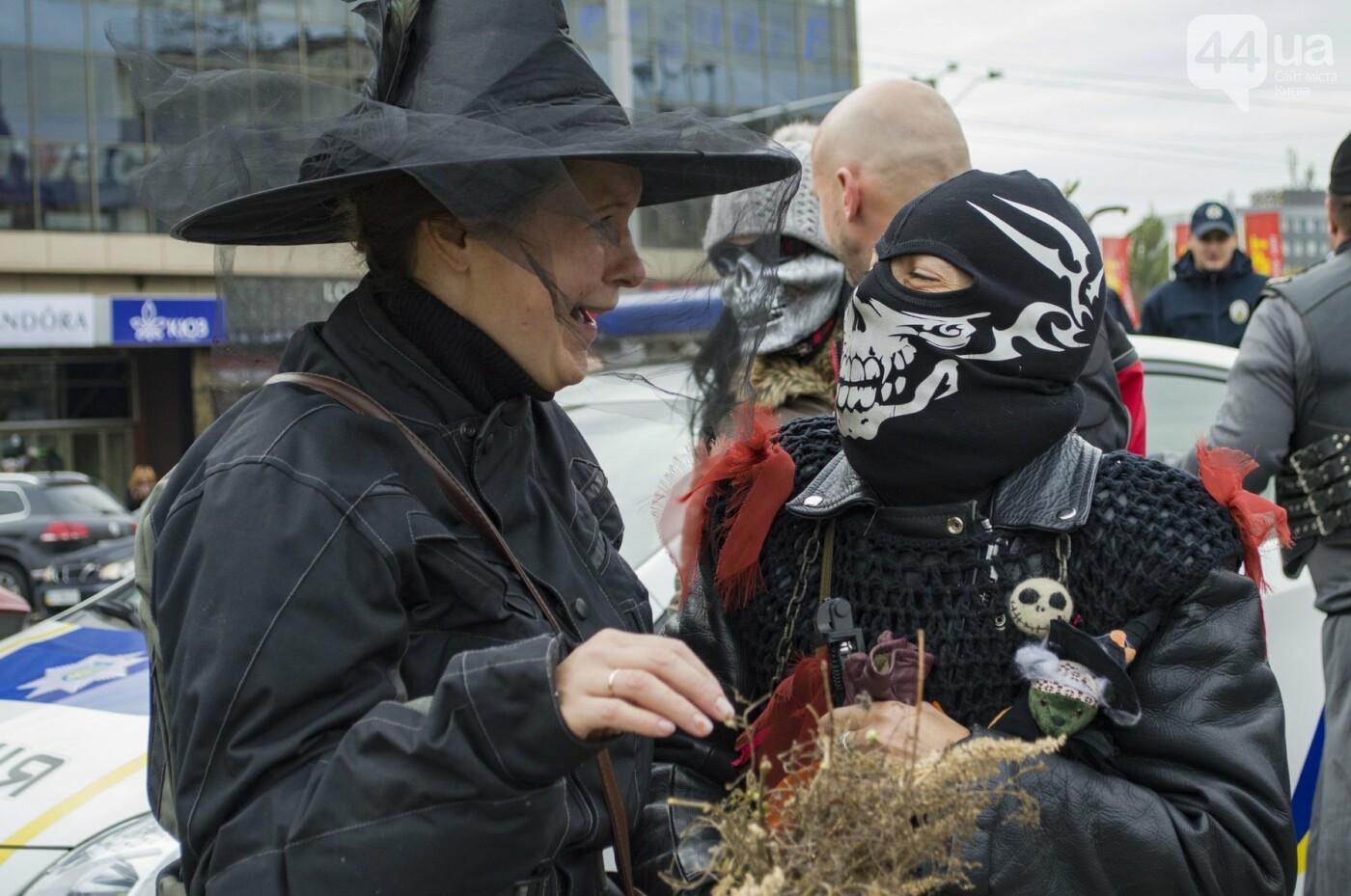 """От Бэтмена до ведьм: как """"нечисть"""" разъезжала на мотоциклах по центру Киева, фото-10"""