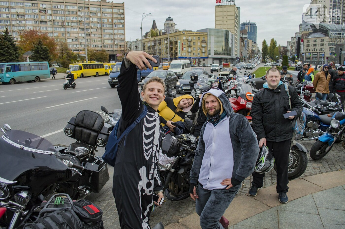 """От Бэтмена до ведьм: как """"нечисть"""" разъезжала на мотоциклах по центру Киева, фото-5"""
