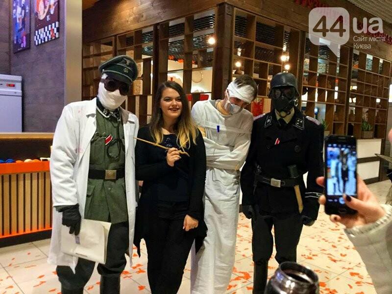 Хеллоуин в столичном ТРЦ: киевляне выстроились в очередь за метлами и шляпами, - ФОТО, ВИДЕО, фото-8