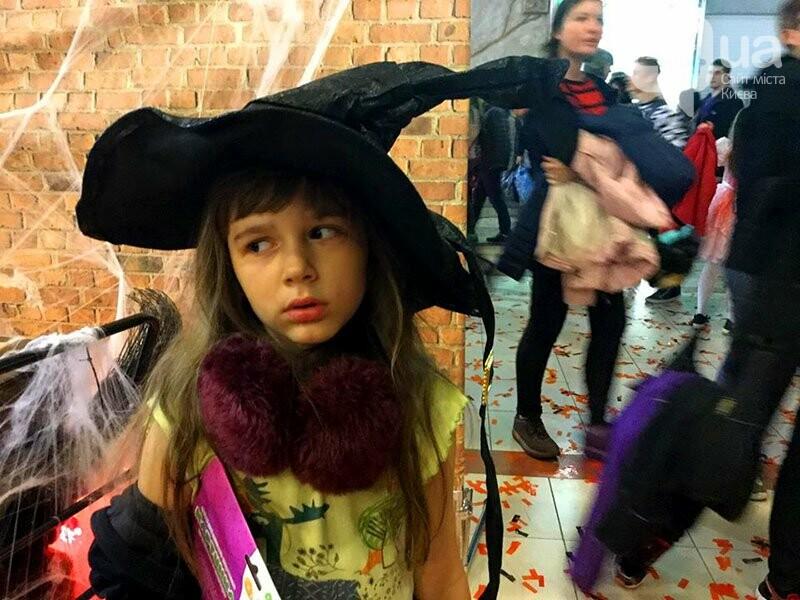 Хеллоуин в столичном ТРЦ: киевляне выстроились в очередь за метлами и шляпами, - ФОТО, ВИДЕО, фото-10