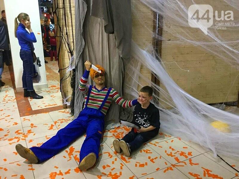 Хеллоуин в столичном ТРЦ: киевляне выстроились в очередь за метлами и шляпами, - ФОТО, ВИДЕО, фото-12