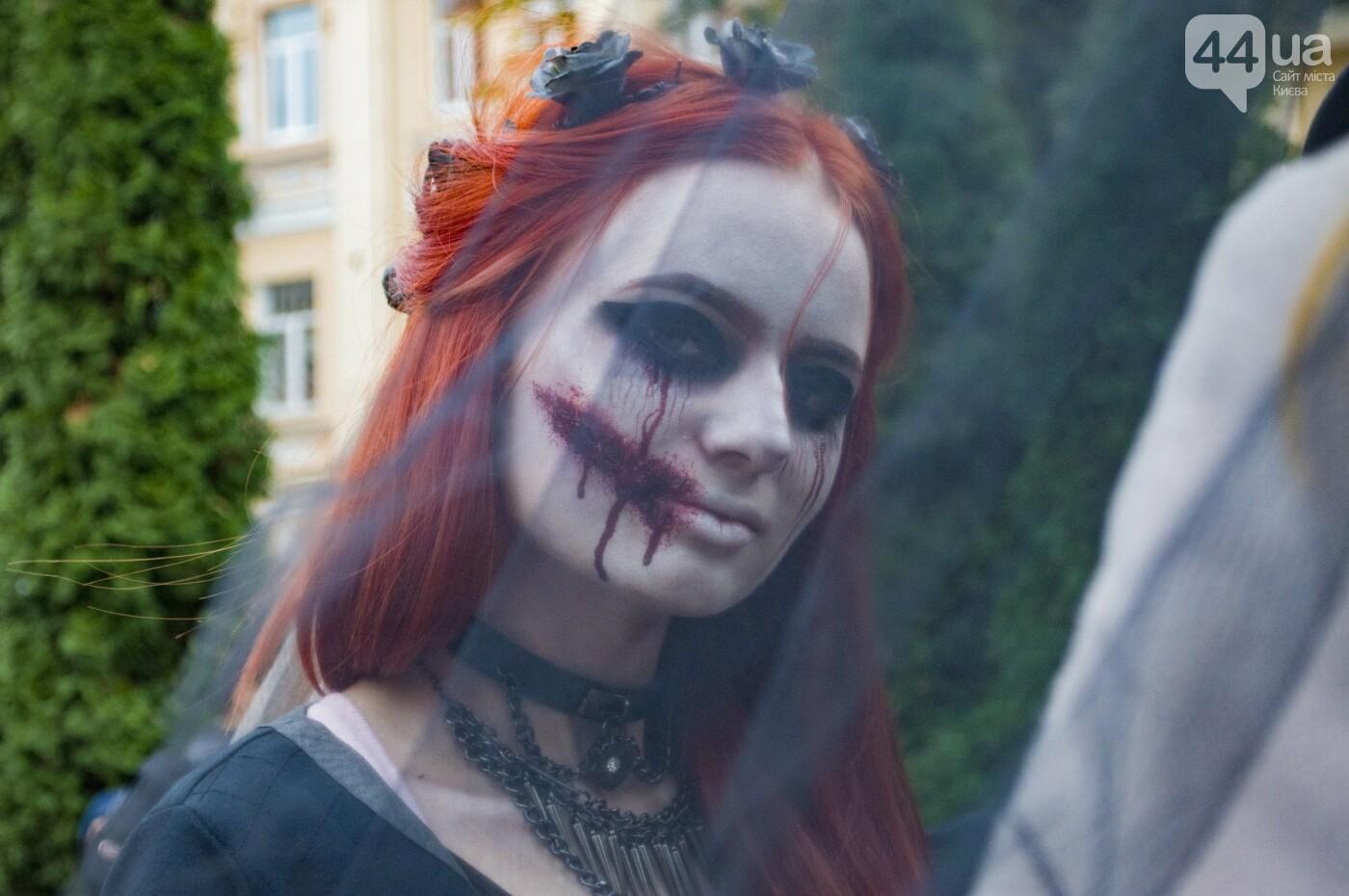 В центре Киева прошел зомби-парад: как это было, фото-17
