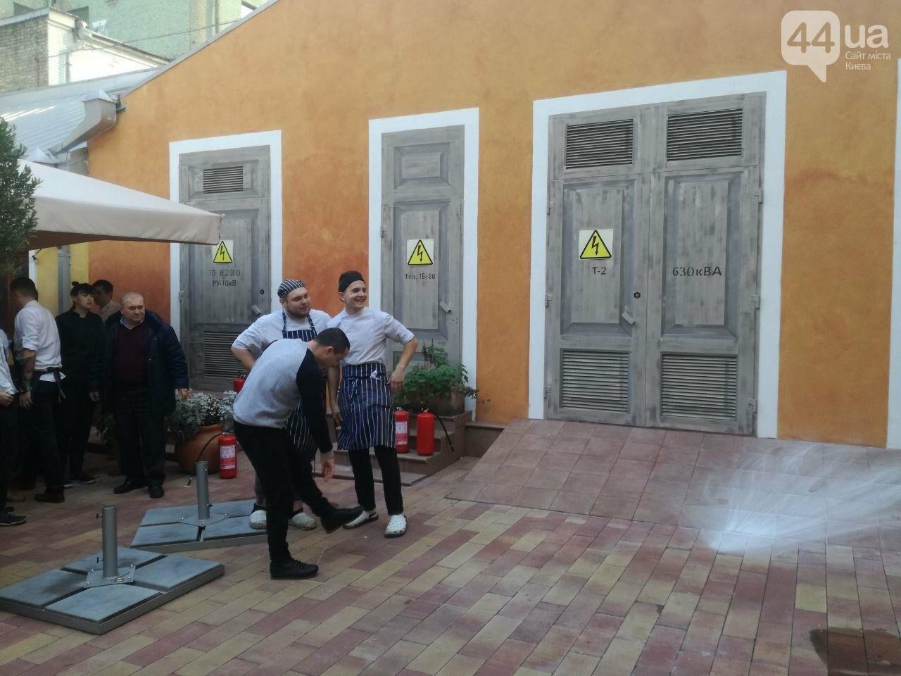На Контрактовой площади произошел пожар, - ФОТО, ВИДЕО, фото-6