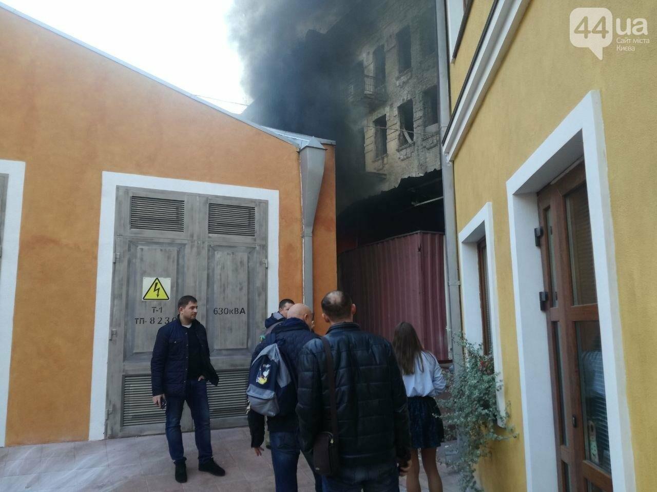 На Контрактовой площади произошел пожар, - ФОТО, ВИДЕО, фото-7