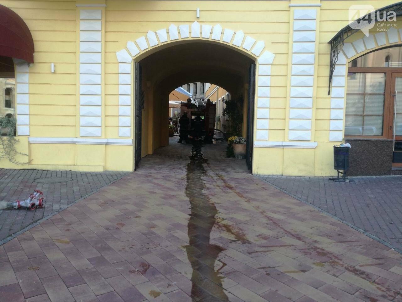 На Контрактовой площади произошел пожар, - ФОТО, ВИДЕО, фото-9