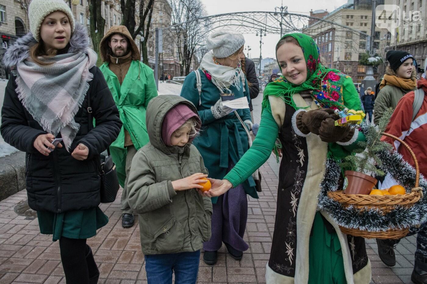 По Киеву прошли зеленые Деды Морозы и Снегурочки, - ФОТОРЕПОРТАЖ, фото-11