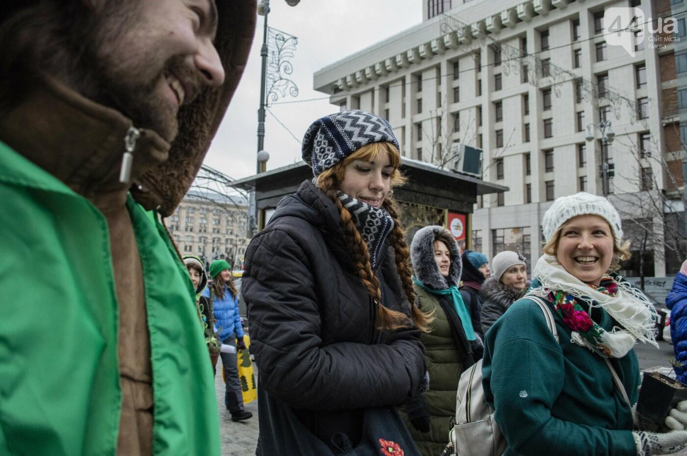 По Киеву прошли зеленые Деды Морозы и Снегурочки, - ФОТОРЕПОРТАЖ, фото-19