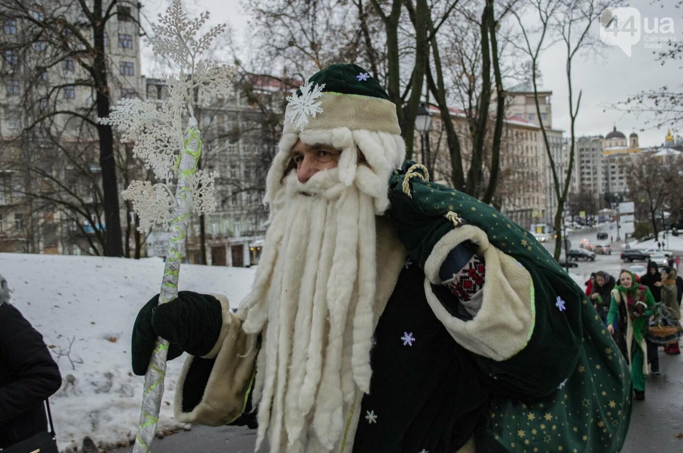 По Киеву прошли зеленые Деды Морозы и Снегурочки, - ФОТОРЕПОРТАЖ, фото-21