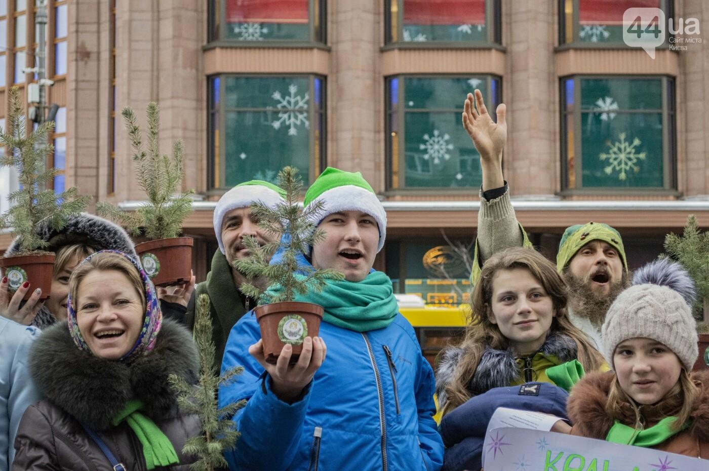 По Киеву прошли зеленые Деды Морозы и Снегурочки, - ФОТОРЕПОРТАЖ, фото-2