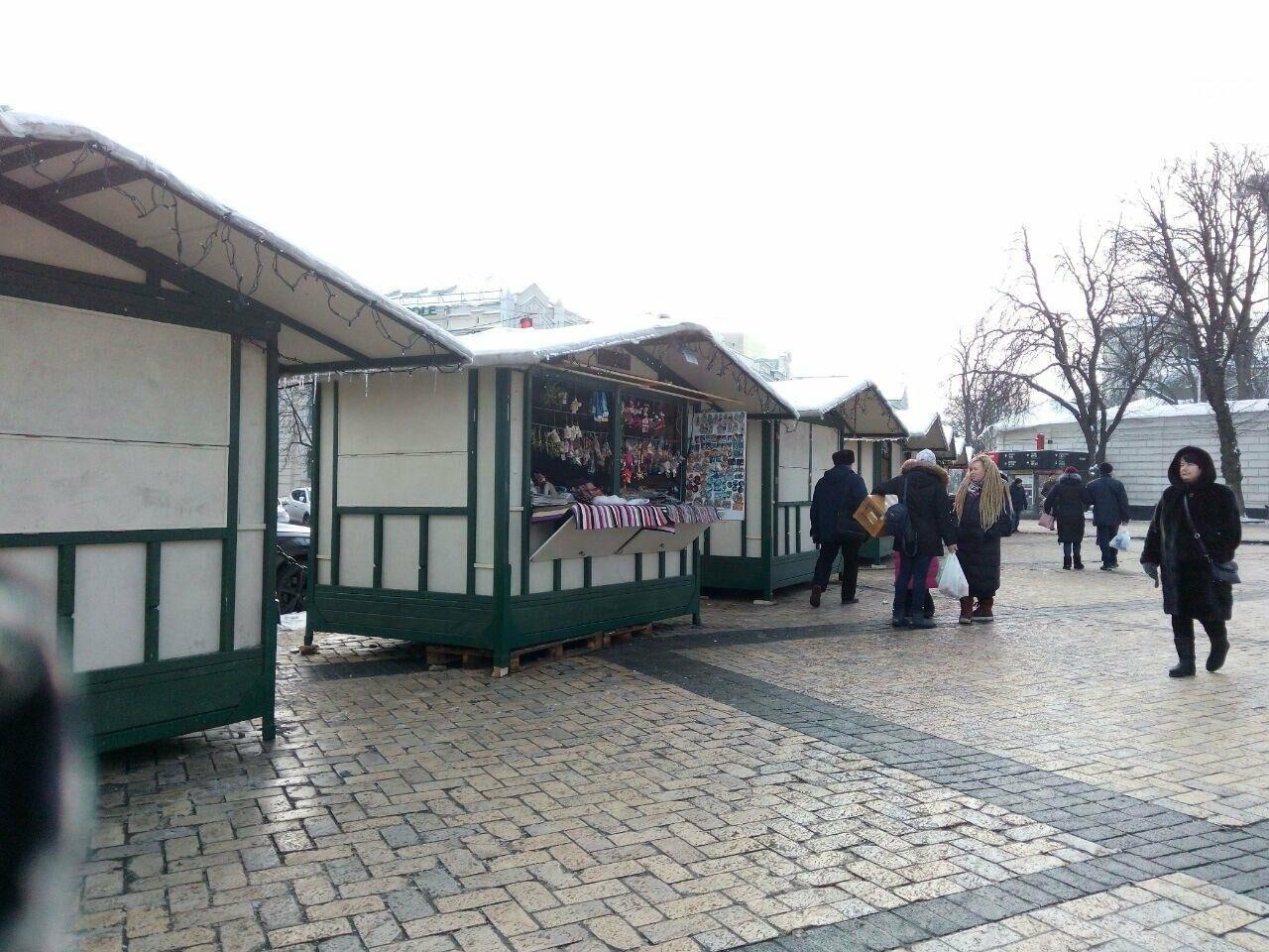 На Софийской площади начали разбирать главную елку страны, - ФОТО, фото-5