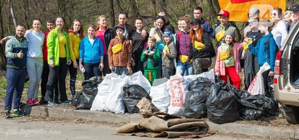 Киевляне устроили пробежку с мусорными пакетами , фото-7