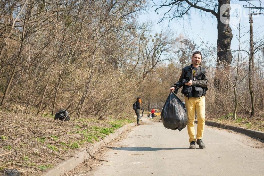 Киевляне устроили пробежку с мусорными пакетами , фото-3
