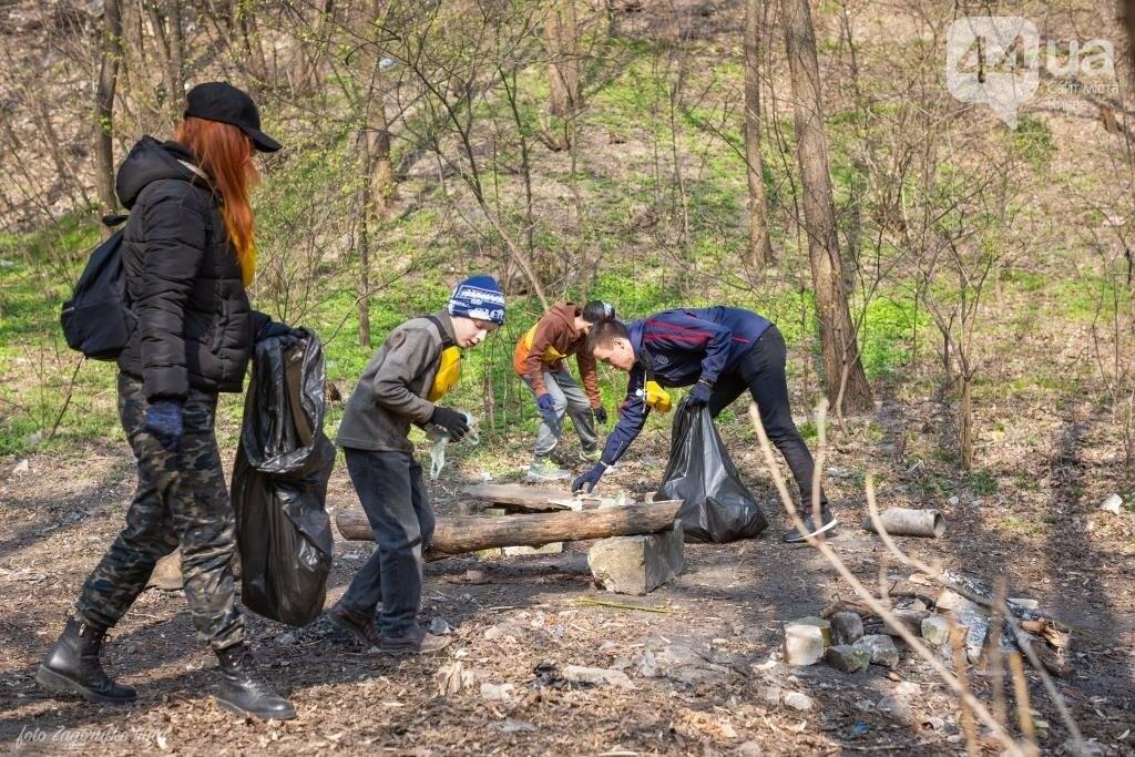 Киевляне устроили пробежку с мусорными пакетами , фото-6