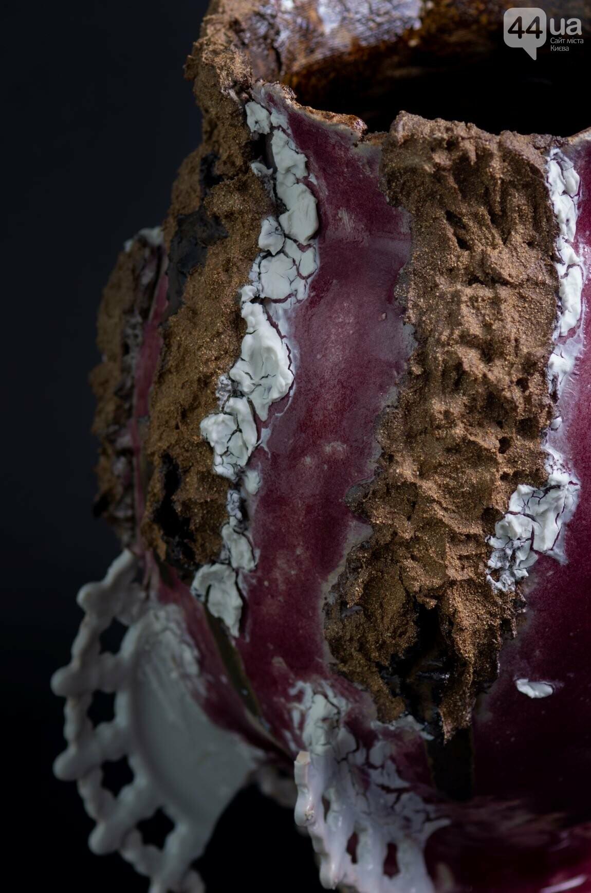 Выставка Татьяны Забелиной «Сила глины: оставляя место случайности и несовершенству» , фото-3