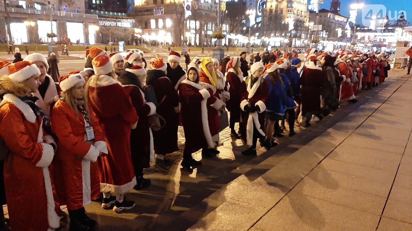 В Киеве прошел парад помощников Святого Николая: как это было, фото-5