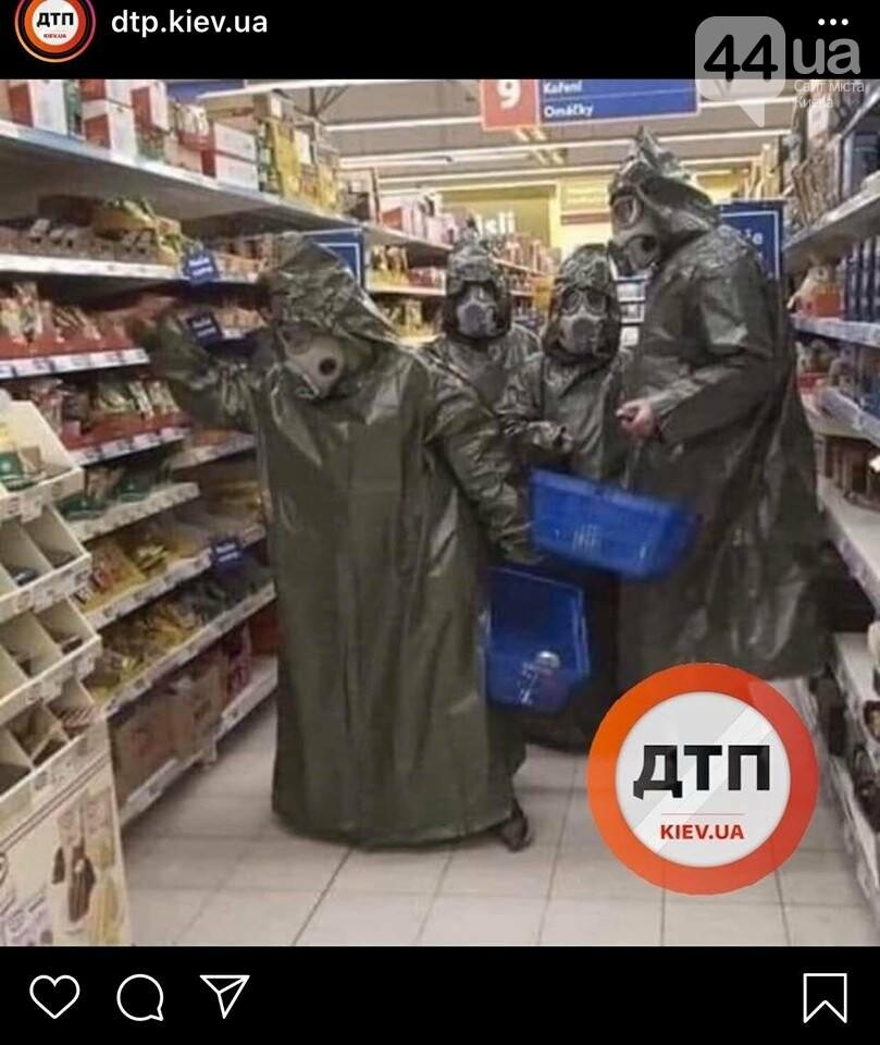 В Киеве начали массово скупать продукты в супермаркетах, - ФОТО, фото-4