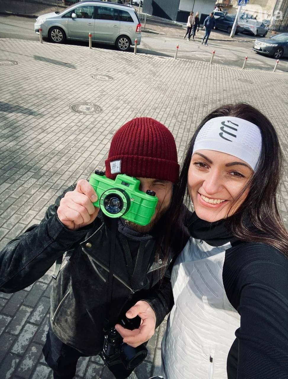 Девочки в платьях и парни в галстуках: в Киеве прошел первый весенний забег, - ФОТО, фото-11