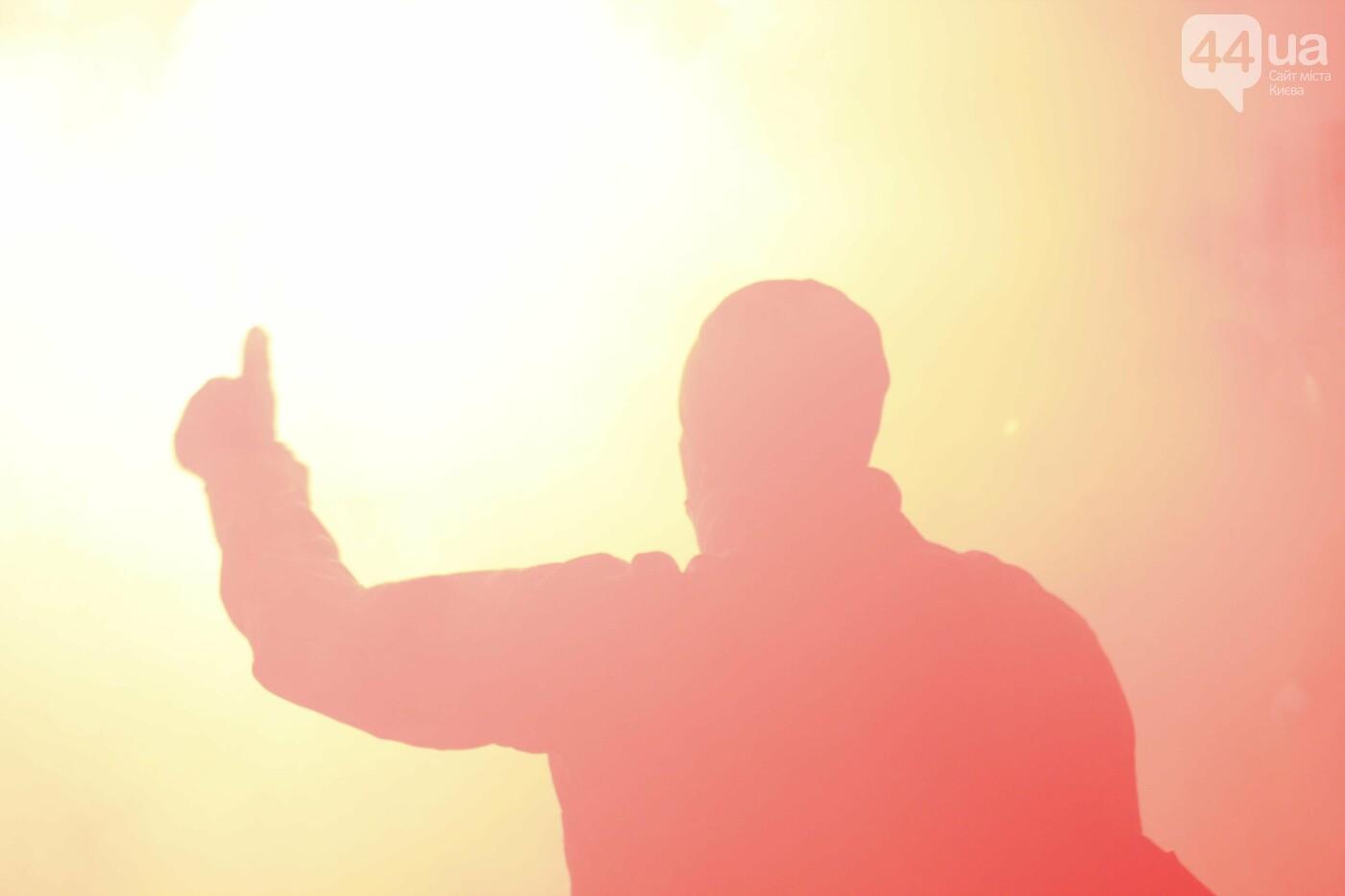 Сожгли табличку и разбили окна: акция в поддержку Стерненко переросла в беспорядки, - ФОТО, фото-9, Фото: 44.ua