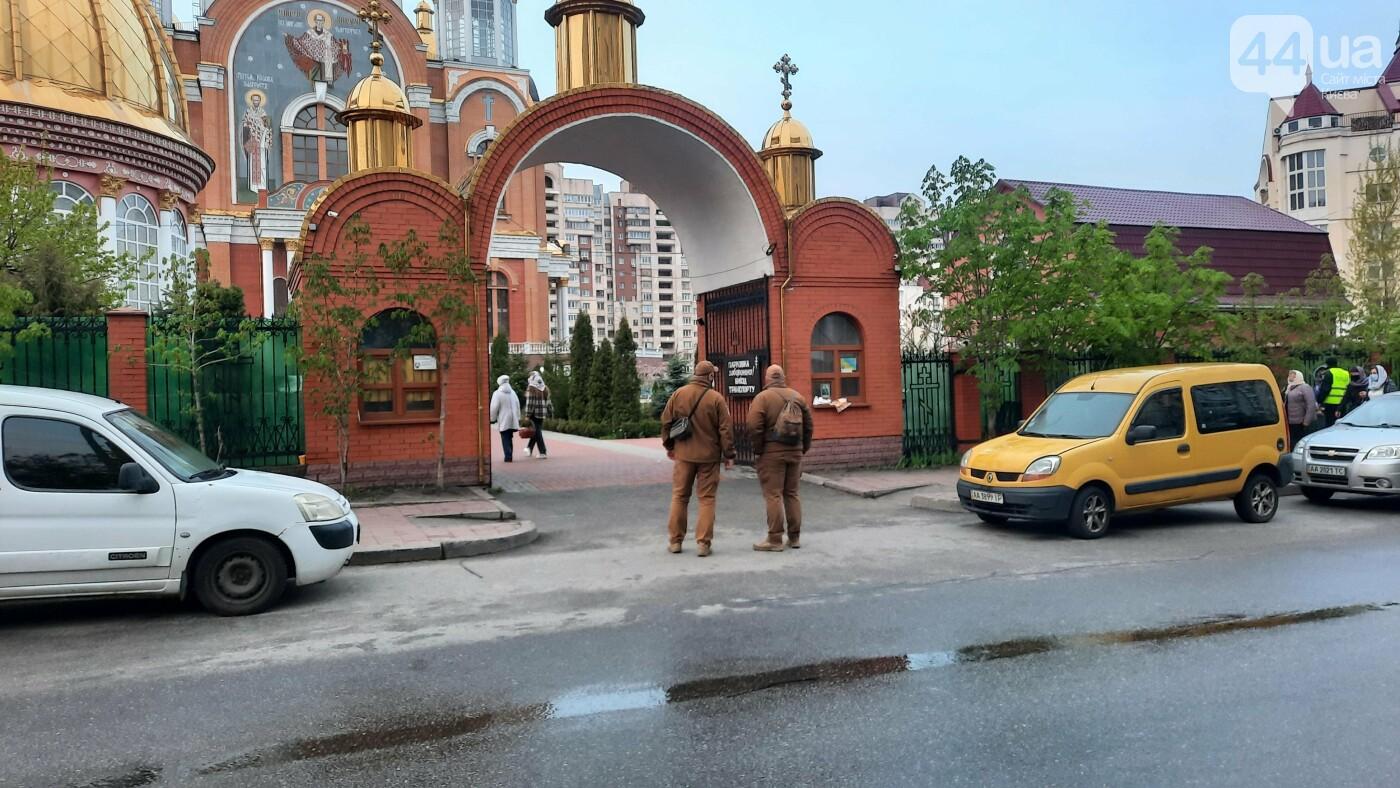Надел маску и посвятил Пасху: как в Киеве празднуют в условиях карантина, - ФОТО, фото-1