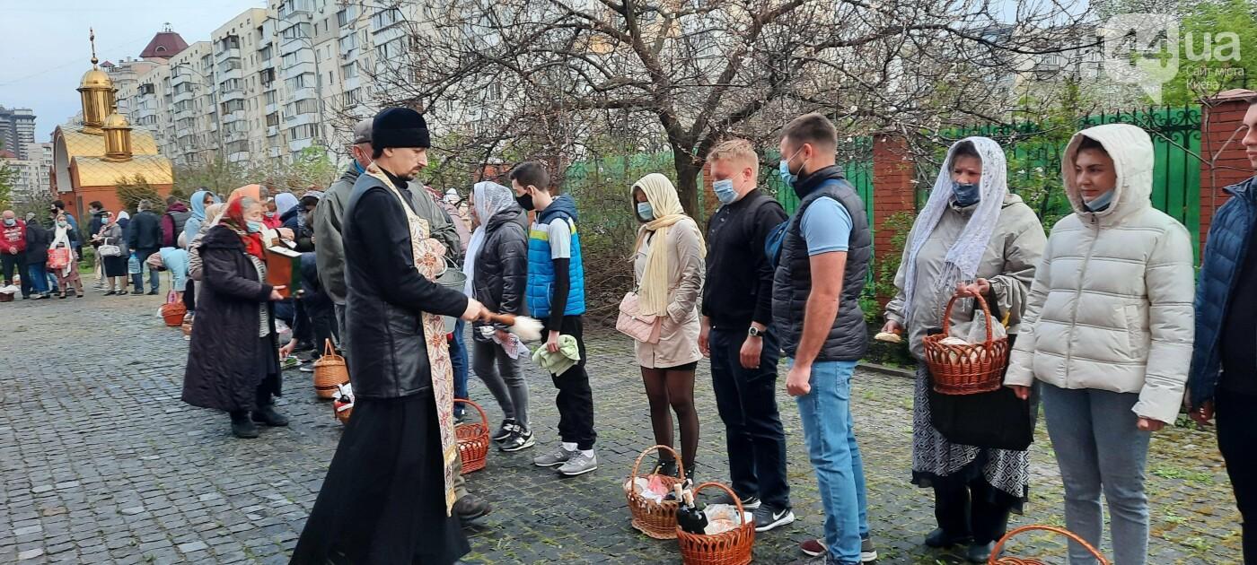 Надел маску и посвятил Пасху: как в Киеве празднуют в условиях карантина, - ФОТО, фото-7
