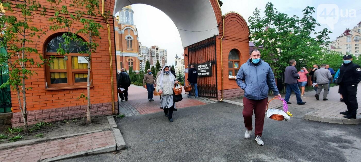 Надел маску и посвятил Пасху: как в Киеве празднуют в условиях карантина, - ФОТО, фото-9