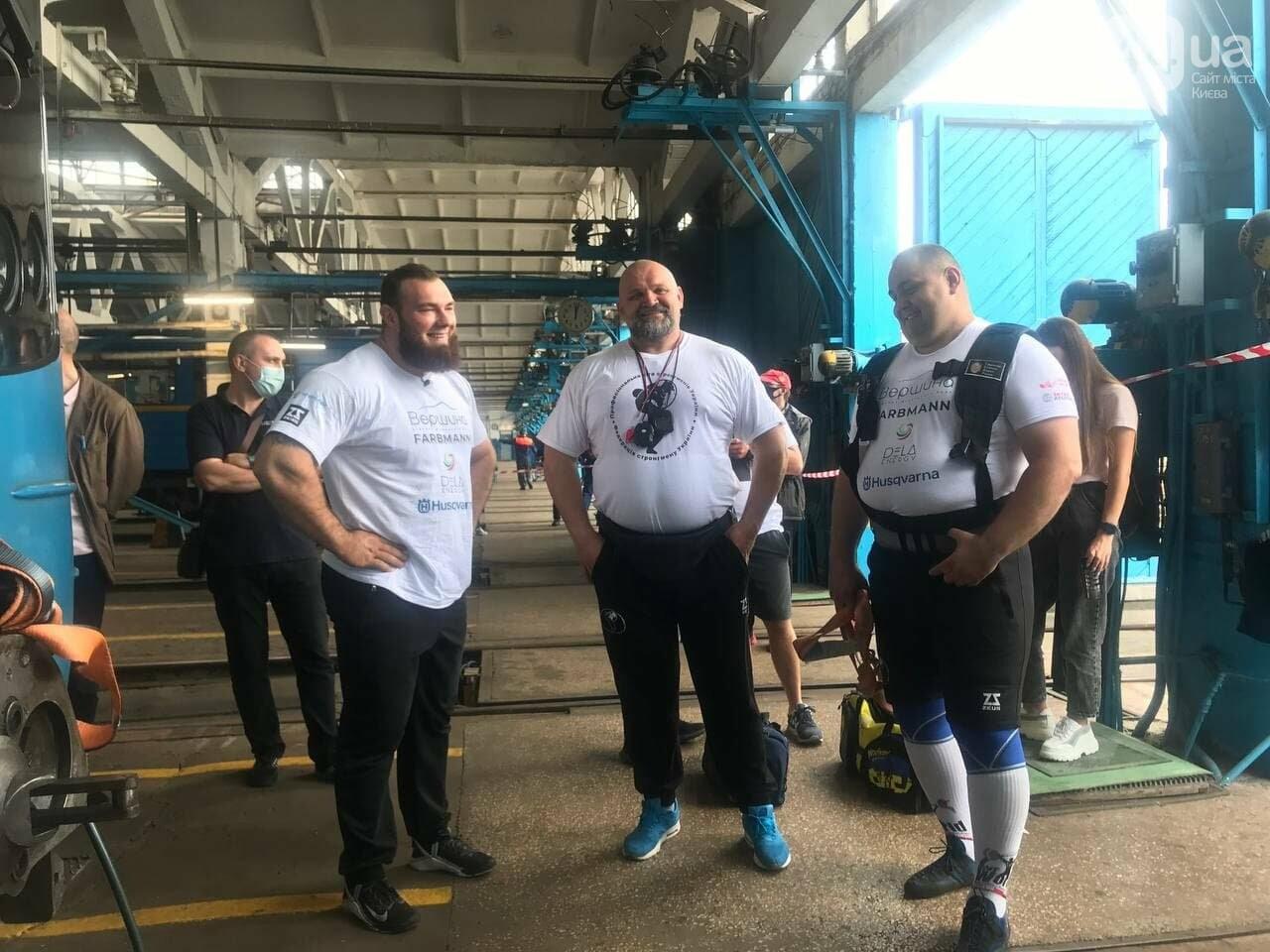 Самые сильные люди Украины Алексей Новиков (справа), Александр Лашин (слева) и Василий Вирастюк, 44.ua